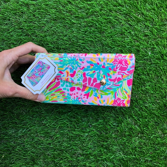 066cfc1f95 Lilly Pulitzer sunglasses case